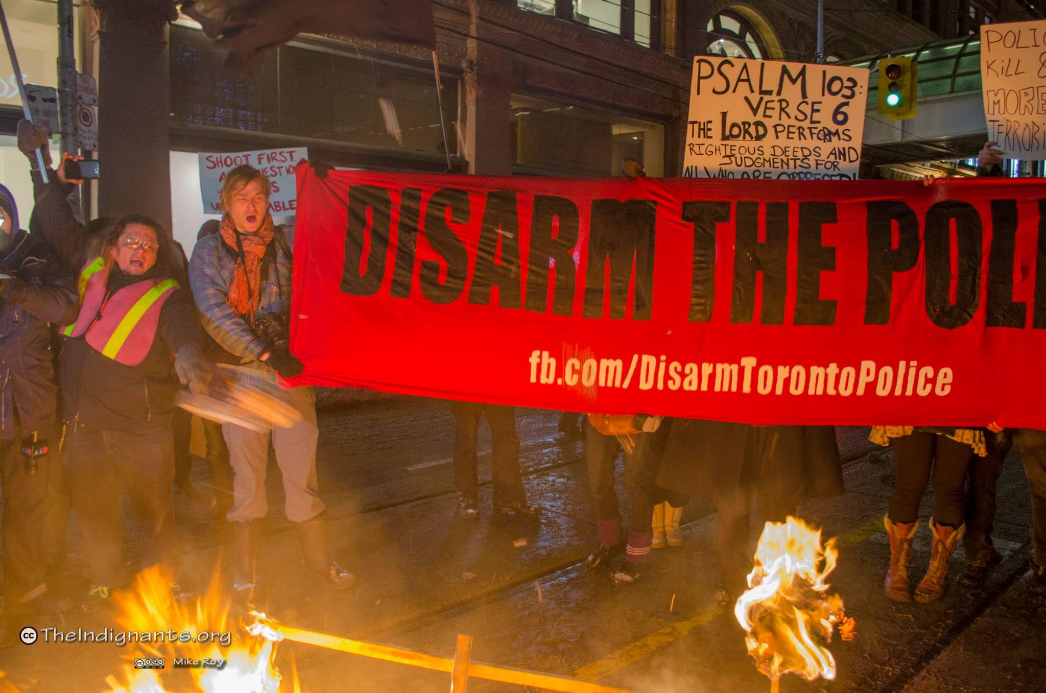 Manifestation à Toronto pour le désarmement des policiers