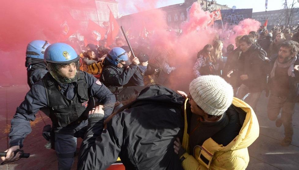 Affrontements entre étudiants et policiers en Italie