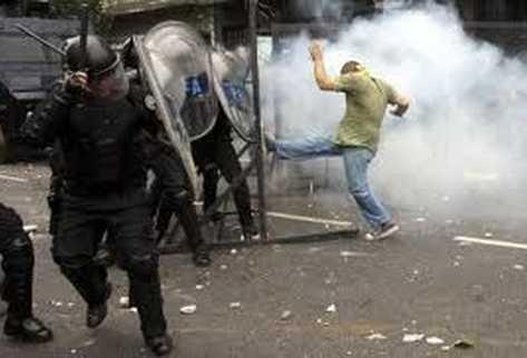 Etudiants contre policiers à Buenos Aires