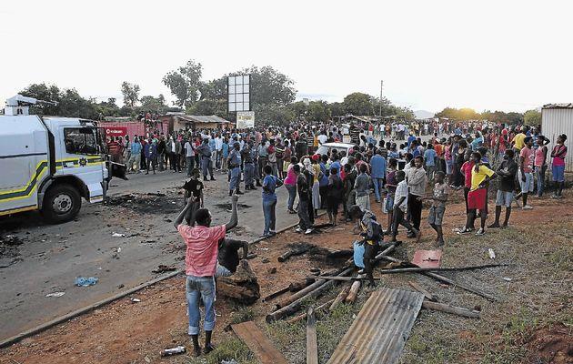 Villageois de Relela manifestent contre les violences policières