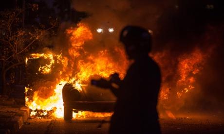 Voiture incendiée à Sao Paulo