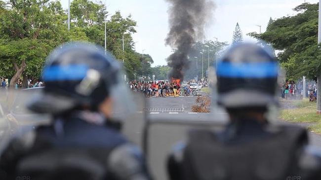 Face à face entre lycéens et policiers à la Réunion