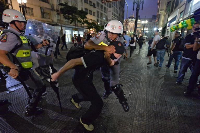 Affrontements police/manifestants à Sao Paulo