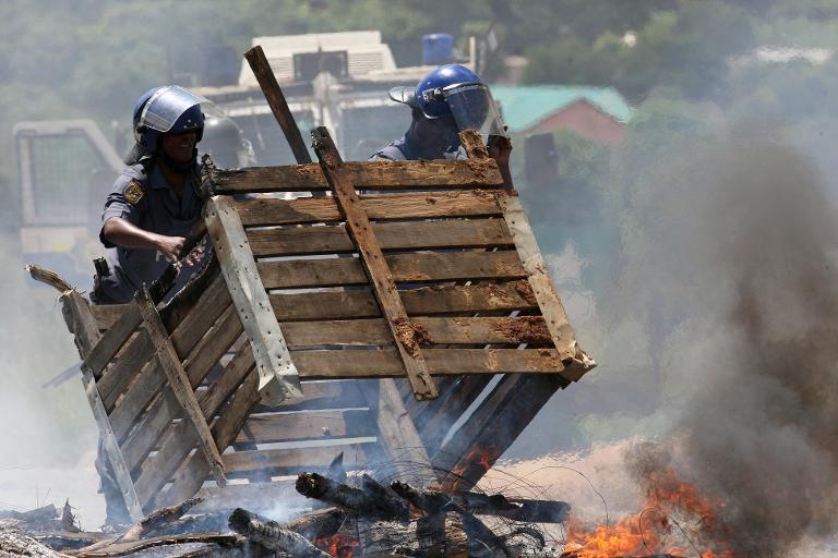 police vs mineurs en afrique du sud