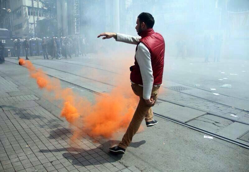 Un manifestant sur la place Taksim