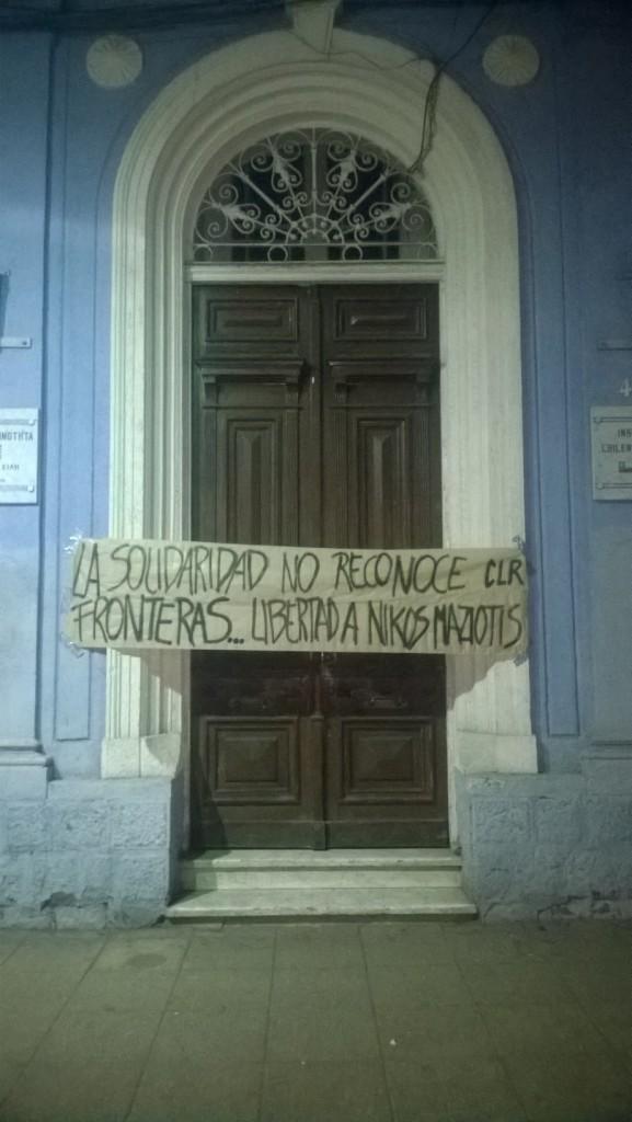 Banderole de solidarité avec N. Maziotis à Santiago