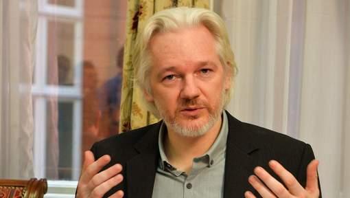 Julian Assange lors de la conférence de presse