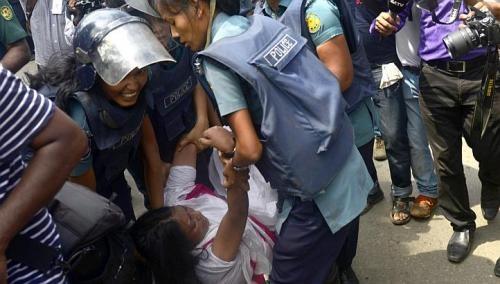 La police arrête une ouvrière