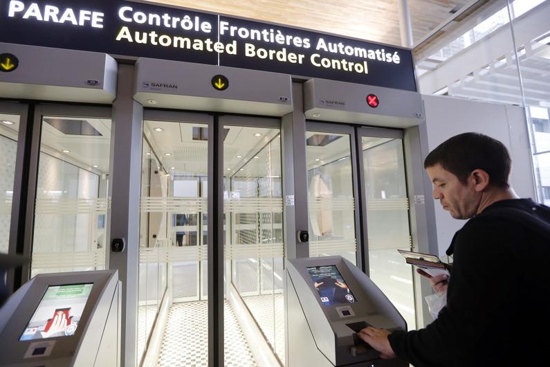 controle-automatique-passeports-roissy.jpg