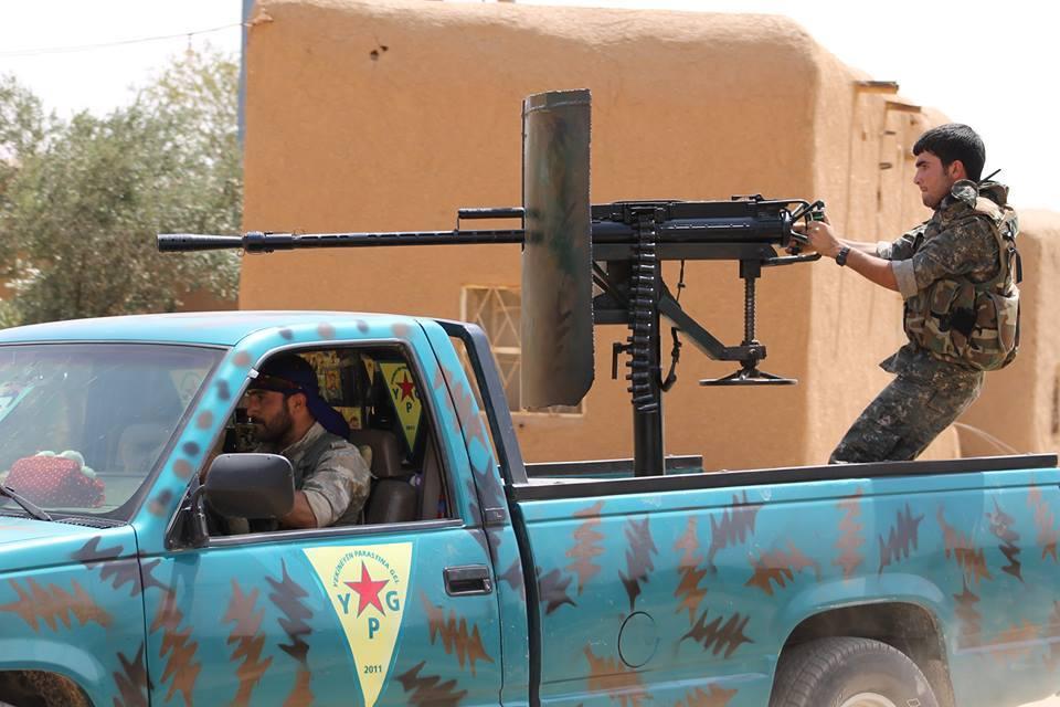 Un combattant du YPG
