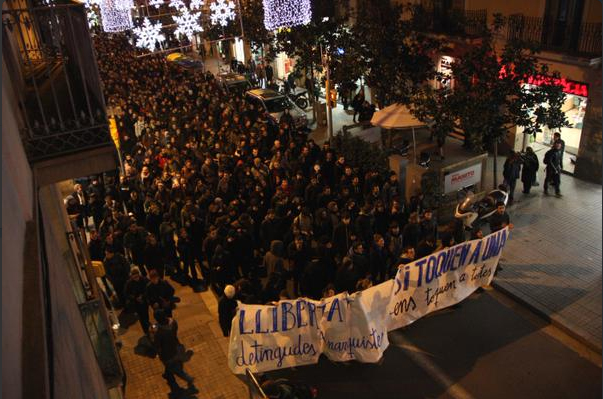 De nombreux manifestants solidaires des anarchistes arrêtés.