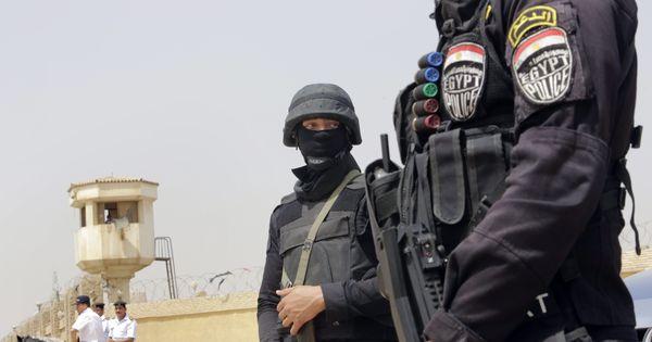 Policiers égyptiens
