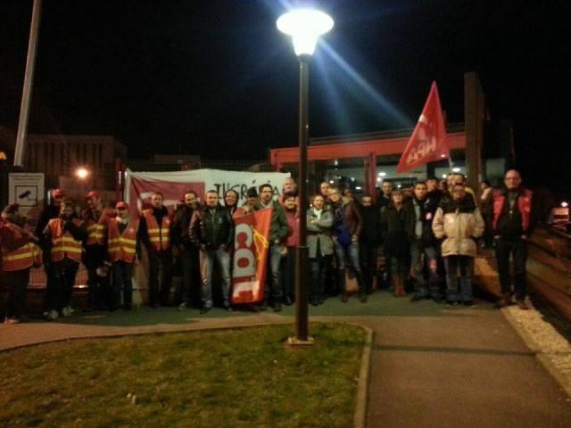 Rassemblement solidaire devant Ingrédia Saint-Pol