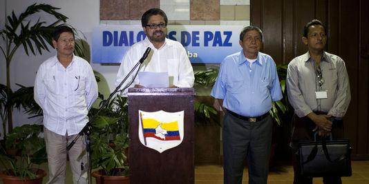 Jairo Martinez (2e à droite)