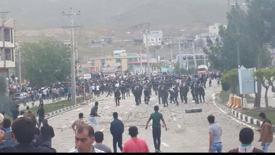 Affrontements à Mahabad.