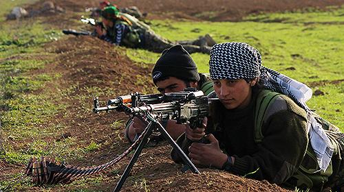 Des combattantes et combattants kurdes à Til Temir.