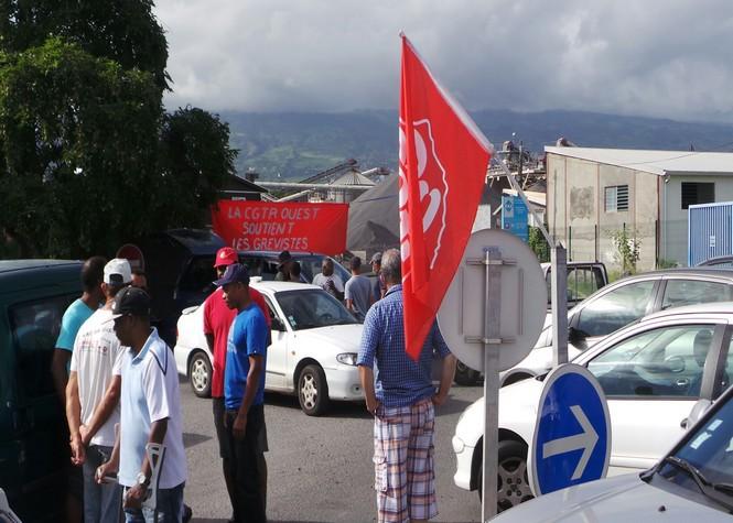 Manifestants grévistes de la SCPR