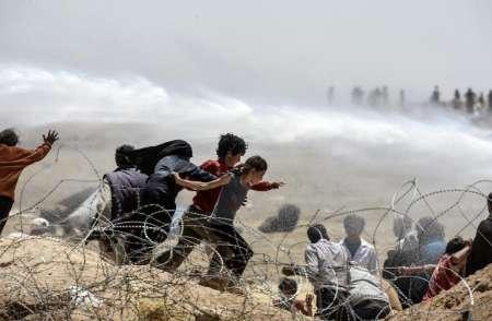 Les réfugiés syriens poursuivis par l'Etat Islamique et repoussés par la Turquie.