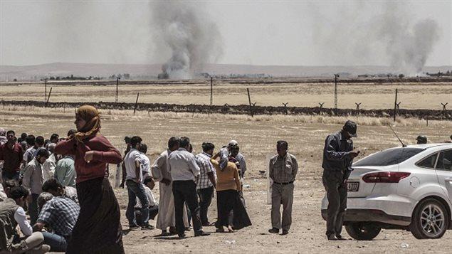 Vue des combats à Kobané depuis la frontière turque.