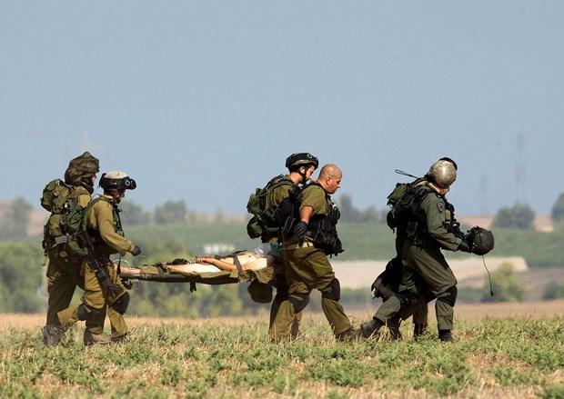 Izeddin Gara, blessé, est emmené par les militaires