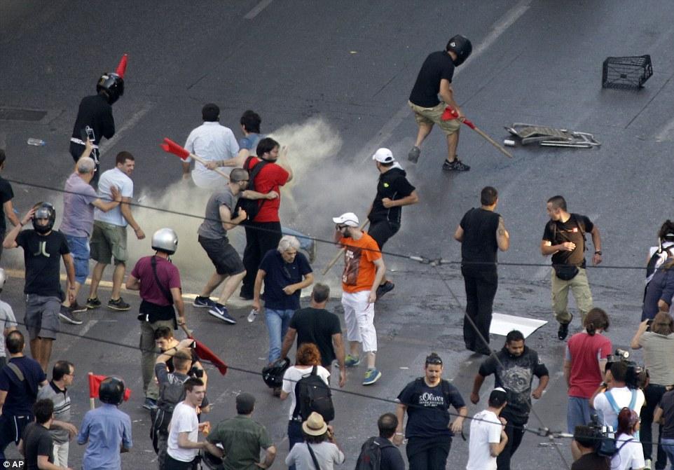 Des manifestants affrontent la police à la Place Syntagma (archive)
