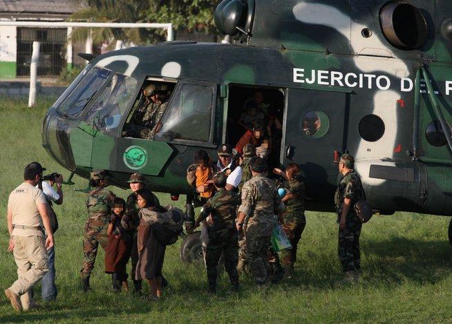 Les enfants de la communauté ont été transférés dans une base militaire
