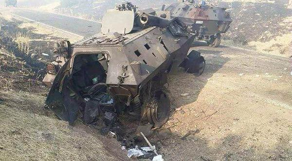 Des blindés détruits par le PKK à Lice.