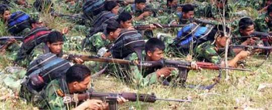 Combattants maoïstes à l'entrainement