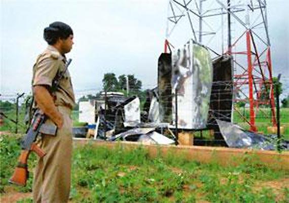 Une tour-relais de téléphonie dynamitée par les maoistes (ici dans le district de Muzaffarpur de l'état de Bihar)
