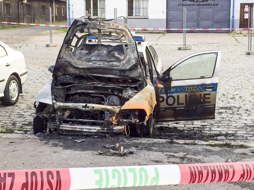 Une patrouilleuse incendiée en Tchéquie.