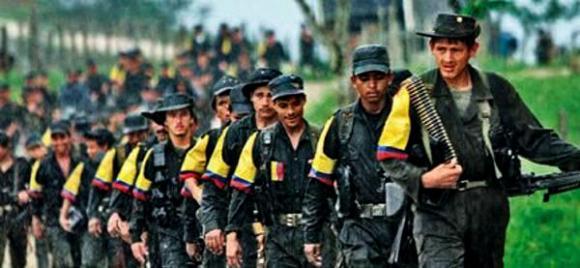 Une colonne de combattants des FARC