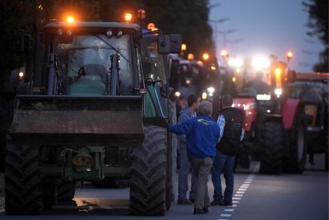 Blocages à l'aide de nombreux tracteurs.