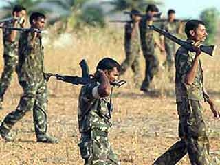 Violent combat entre guérilleros et soldats