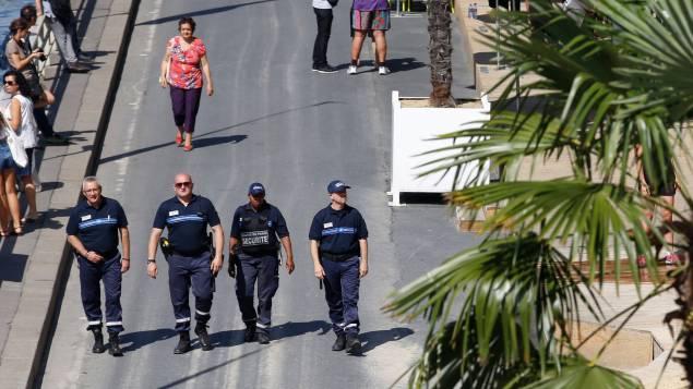 Police et palmiers à Tel-Aviv sur Seine.