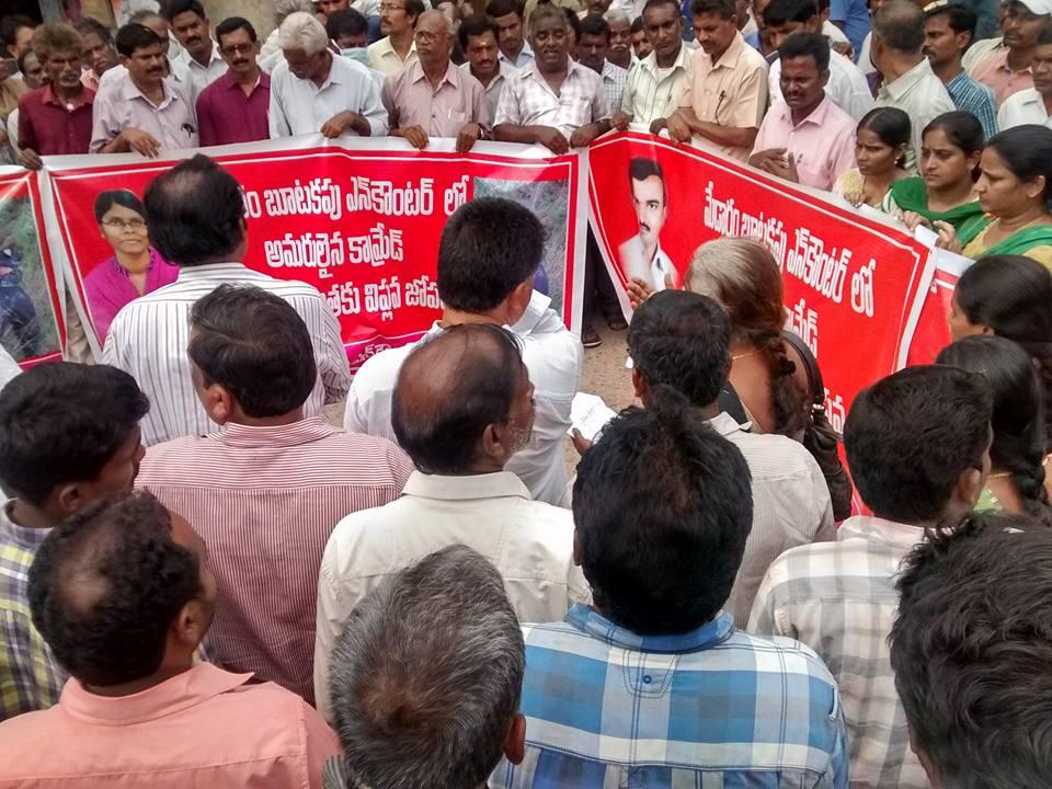 Rassemblement pour dénoncer l'assassinat de deux guérilleros maoïstes par la police
