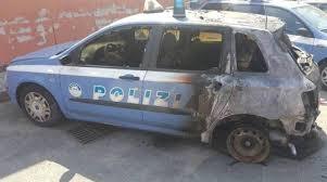La Fiat de la police incendiée à Bologne