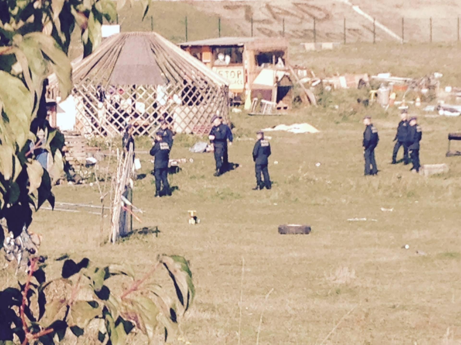 Les policiers sur le site de la ZAD