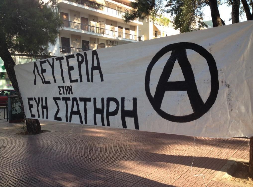 Banderole solidaire avec Evi Statiri