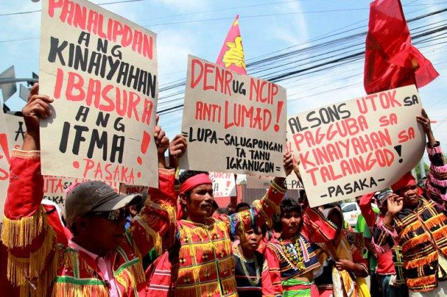 Manifestation des Manobo contre les exactions de l'armée