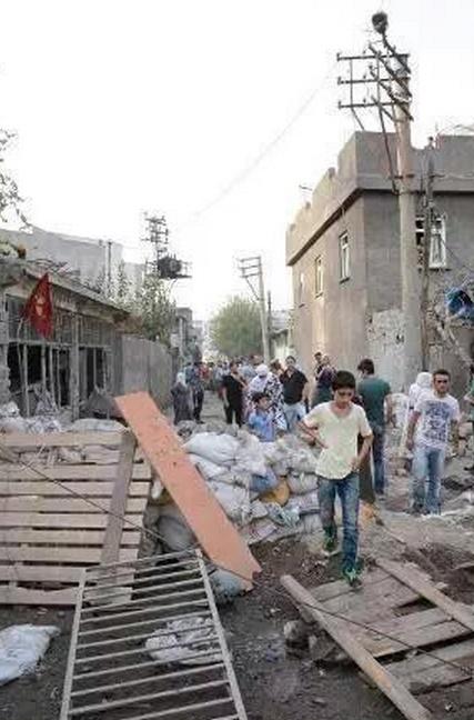 Cizré en ruines après 10 jours de couvre-feu.