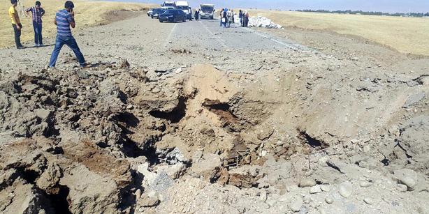 Le cratère creusé par l'explosion de Suluca