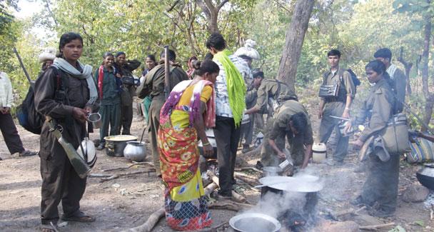 Cuisine dans un campement maoïste