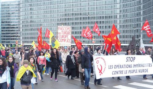 Notre SR à la manifestation du 3 avril 2010 contre la rafle anti-kurde