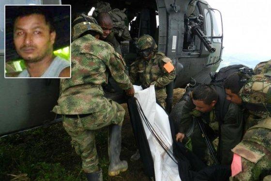 Le corps de Marlon est embarqué dans un hélicoptère de l'armée