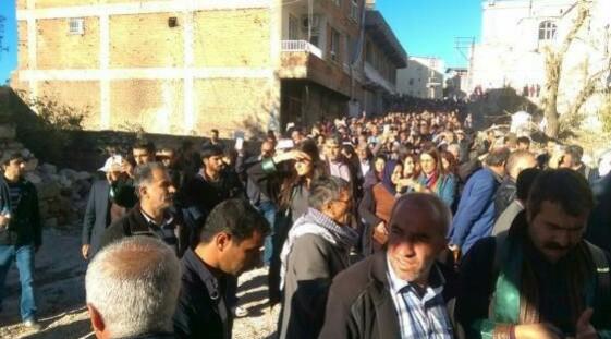 La foule à Silvan après le retrait de l'armée.