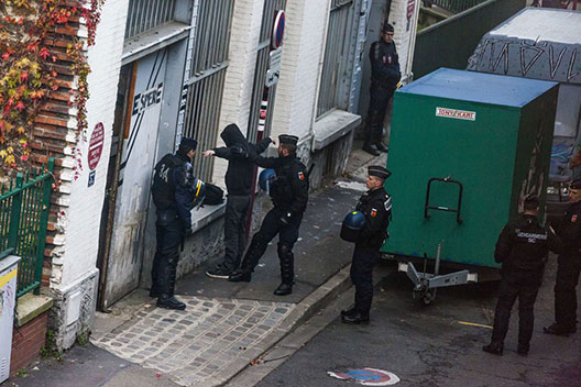 Perquisition dans un squat de Seine-Saint-Denis.