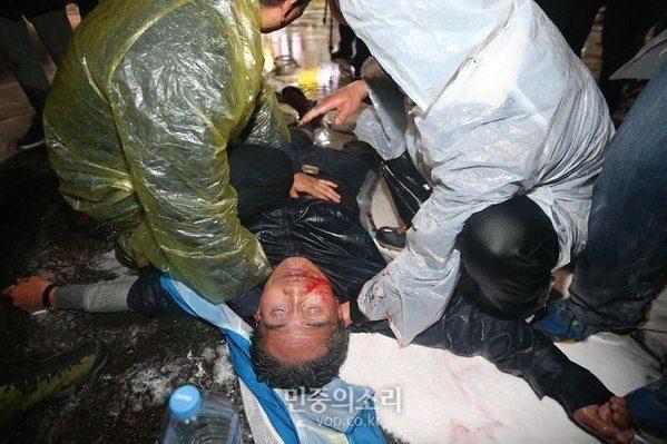 Manifestant blessé à Séoul