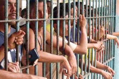 Guérilleros colombiens dans la prison de Bogota