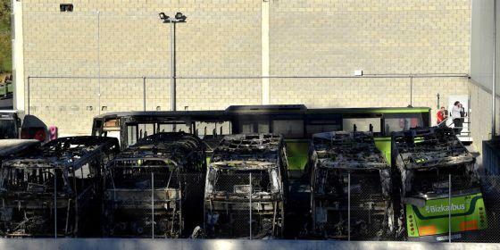 Les autobus incendiés