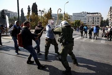 Affrontements entre paysans et policiers mercredi à Athènes